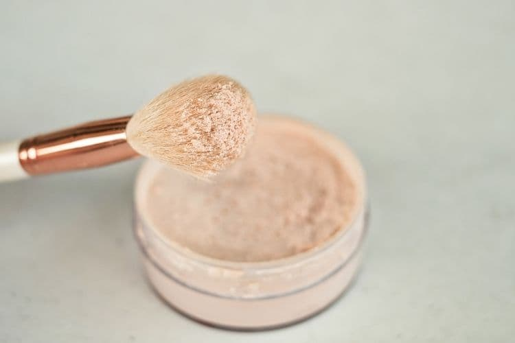 Powder based makeup can be good idea during monsoon