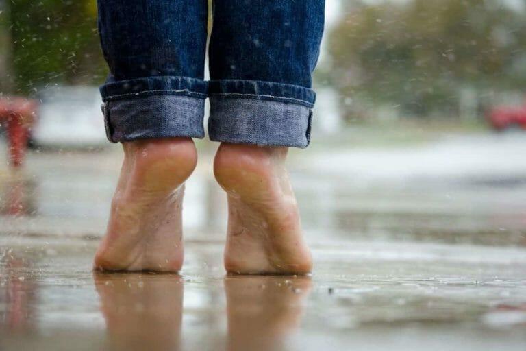 how to save feet in rainy season